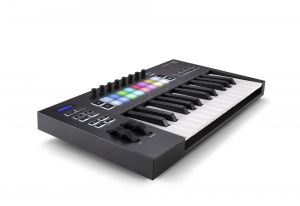 244335 Novation Launchkey 25 MK3 - Perspektive