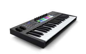 244336 Novation Launchkey 37 MK3 - Perspektive