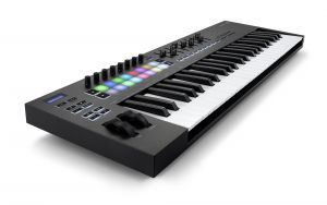 244337 Novation Launchkey 49 MK3 - Perspektive