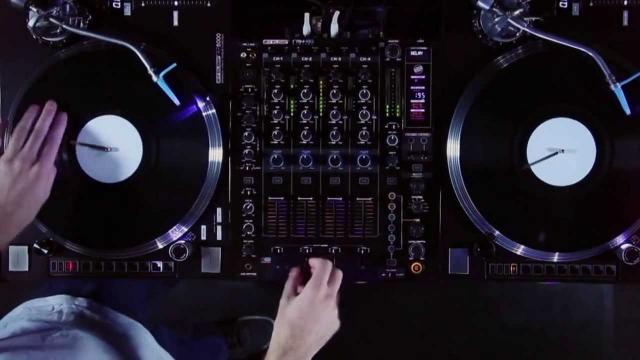 Reloop RP-8000 Turntable & RMX-80 Digital DJ Mixer - Turntablism Showcase by Fong Fong (Routine)