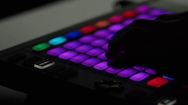 OddKidOut performs on MASCHINE JAM | Native Instruments