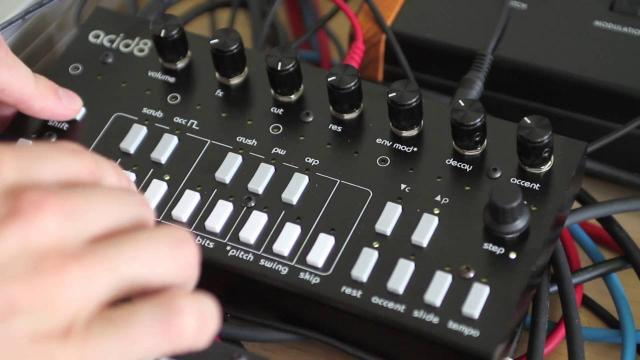 Twisted Electrons Acid8 MKII – sound demo