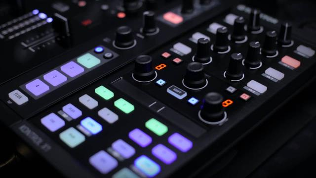 TRAKTOR KONTROL X1 | Native Instruments